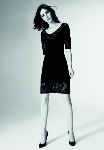 Elegantes schwarzes Kleid mit Spitzendetails von Omero